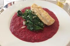 Edelfisch, Spinat, rote Beete von Franz