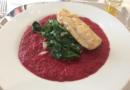 Edelfisch auf Blattspinat in Rote Bete-Sauce