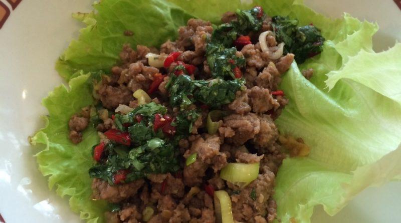 Salatblätter mit Hackfleisch